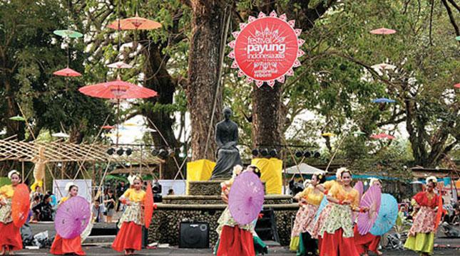 Festival Umbrella Indonesia (Photo: http: //lilatour.com)