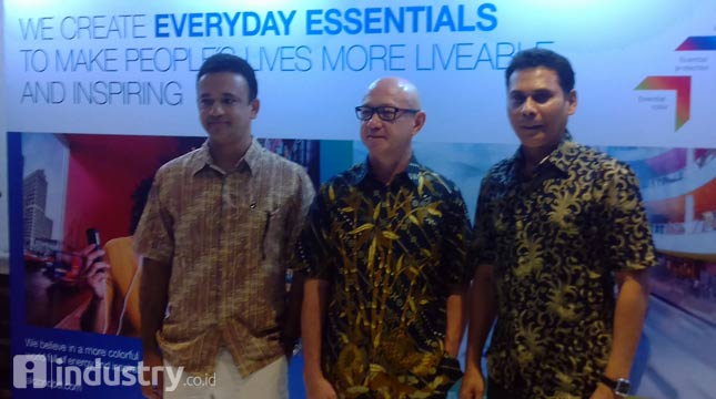 Jun de Dios, President Director of PT ICI Paints Indonesia (center) - (Hariyanto / INDUSTRY.com)