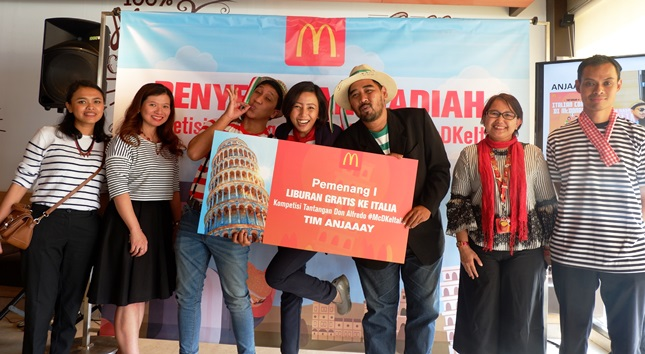McDonalds Indonesia Hands Package Gifts to Italy (Photo Dok Industry.co.id)
