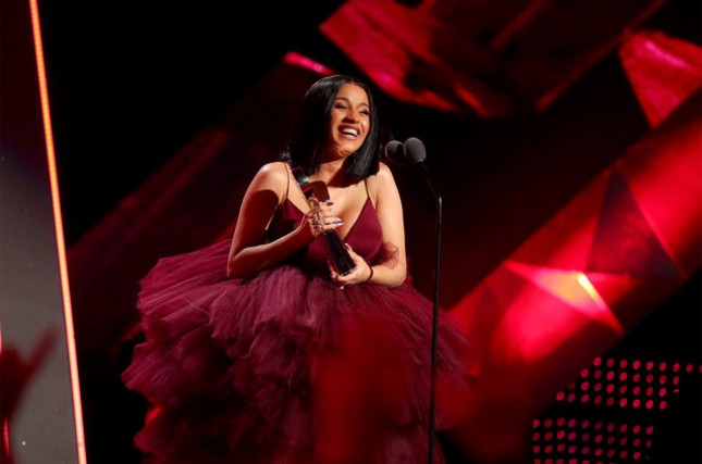 Cardi B in his victory speech at iHeartRadio Music Award 2018. (Photo: Billboard)