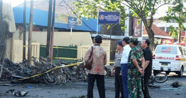 President Jokowi Visits GKI Surabaya, Checks Location of Explosion (Foto Detik)