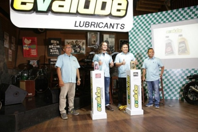 Two Excellent Evalube Lubricant Products for Motor Sport and Maxi Scooter (Foto Dok Industri.co.id)