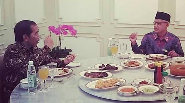 Presiden Joko Widodo makan siang bareng Ketua Umum PP Muhammadiyah Haedar Nashir. (Foto: Biro Pers Setpres)