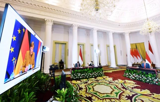 President Joko Widodo and German Chancellor Angela Merkel hold online bilateral meeting (13/04/2021). (Photo by: Presidential Secretariat's Press, Media, and Information Bureau/ Muchlis Jr).