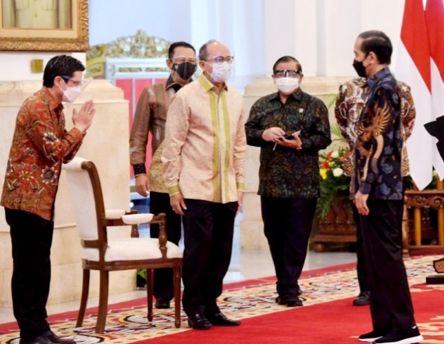 President Jokowi joins the opening of the 2021 Indonesia International Motor Show, from the State Palace, Jakarta, Thursday (15/4). (Photo by: PR/Agung)