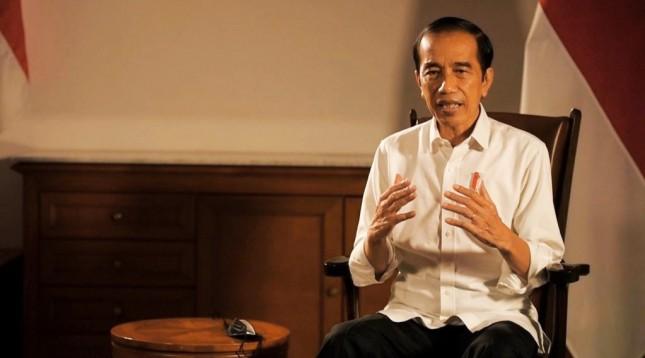 President Jokowi deliverers a press statement at Bogor Presidential Palace, West Java province, Sunday (02/05/2021). (Photo: Bureau of Press, Media, and Information of Presidential Secretariat)