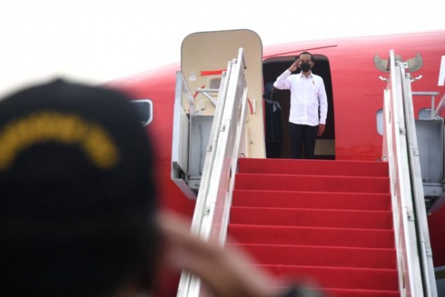 President Joko Widodo on Thursday (09/02) departed for Lampung province for a working visit. Photo by: BPMI of Presidential Secretariat/Lukas.
