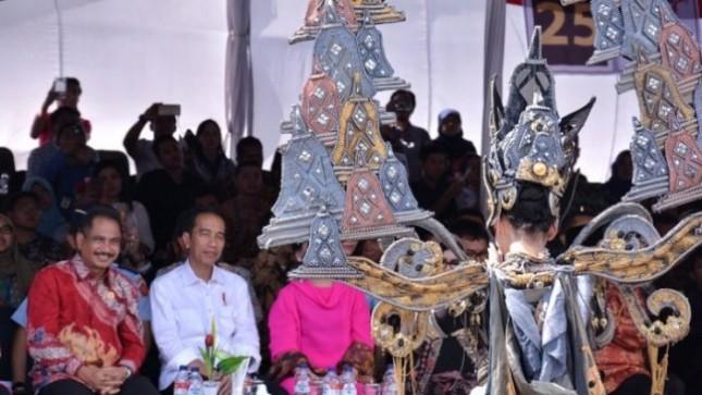 presiden Jokowi Attends Jember Fashion Carnival