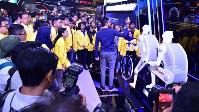 National Education Day Students exhibit the best electric car works at IIMS 2017