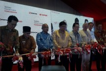 Minister of Industry, Airlangga Hartarto when inaugurated the oleochemical plant Sinar Mas Cepsa