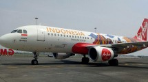 Airbus A320-200 AirAsia Indonesia Berlogo Wonderful Indonesia and with Indonesia Tourism Destination Pattern (Photo: Chodijah Febriyani / Industry.co.id)