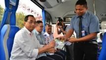 Minister of Transportation Budi Karya Sumadi tried TransJabodetabek Premium (Photo Humas)