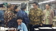 Minister of Industry of Airlangga Hartarto during a working visit at PT Delami Garment Industries