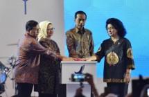 Presiden Jokowi bersama Menkes, Kepala BPOM dan Seskab Pramono Anung (Foto Setkab)