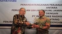 Plt Direktur Utama Perum Jamkrindo I. Rusdonobanu kiri.