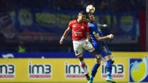 Persib Player, Vladimir Vujovic had an aerial duel against Persija veteran player Bambang Pamungkas