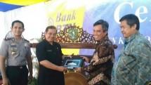 Nixon L Napitupulu, Direktur Bank BTN menjelaskan usai meresmikan kantor cabang tersebut di Sukabumi, Kamis 23 November 2017.