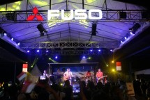Mitsubishi FUSO Stage Truck Holds an Inaugural Concert with Iwan Fals (Foto Ist)