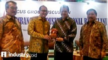 Menperin Airlangga Hartarto along with Chairman of KADIN Rosan P Roeslani in the event of FGD KADIN (Heriyanto / INDUSTRY.co.id)