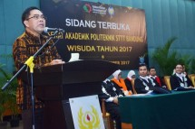 Secretary General of the Ministry of Industry, Haris Munandar during the Graduation Ceremony of STTT Bandung (Photo: Humas)