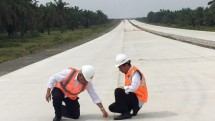President Joko Widodo together with Minister of PUPR Basuki Hadimuljono check the work of Bocimi Toll