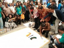 Chairman of Jababeka Group SD Darmono is painting at the exhibition Indonesia Art Exhibition