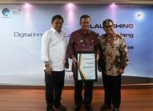 Menkominfo Rudiantara, Wagub Sumbar Nasrul Abit, dan Direktur Digital Strategic & Portfolio Telkom David. (Foto Dok Industry.co.id)