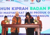 Director General of IKM Kemenperin Gati Wibawaningsih together with the Head of Food and Drug Supervisory Agency (BPOM) Penny K. Lukito (Photo: Humas)