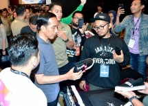 President Jokowi Local Sneaker Able to Compete in Global Market (Photo Setkab)