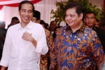 Minister of Industry Airlangga Hartarto and President Joko Widodo during the inauguration of JIIPE Industrial Estate in Gresik, East Java (Photo: Humas)