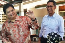 Minister of Industry Airlangga Hartarto with Director General of KPAII I Gusti Putu Suryawirawan