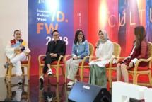 Barli Asmara and three winners of Wardah Fashion Award 2017 in Wardah Fashion Talkshow at Indonesia Fashion Week 2018. (Doc Industry.co.id)