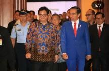 Menperin airlangga with president jokowi in roadmap industry 4.0 event