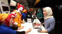 Manager of fast food outlets, PT Rekso National Food is looking for 3,000 new employees to be placed in McDonald's outlets.