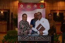 Ketua Umum Kadin Indonesia Rosan P. Roeslani saat penandatanganan MoU dengan Lemhannas RI
