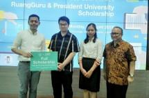 Jababeka dan ruangguru bagikan beasiswa president university (dok INDUSTRY.co.id)