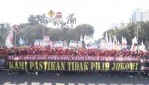 buan buruh yang tergabung dalam Federasi Serikat Pekerja Aneka Sektor Indonesia (FSPASI) menyuarakan aspirasinya di Hari Buruh Internasional atau May Day dengan membentangkan spanduk bertuliskan Sejak Anda Jadi Presiden, Kaum Buruh Menjadi Sengsara
