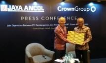 Crown Group CEO Iwan Sunito and President Director of PT Pembangunan Jaya Ancol, Tbk C. Paul Tehusirjana at the signing ceremony (Photo: Ridwan / Industry.co.id)