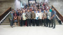 Minister of Industry, Airlangga Hartarto took pictures with Kader Bangsa Fellowship at the Office of the Ministry of Industry