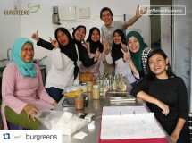 Helga Angelina dan suami, bantu memberdayakan petani lokal dan wanita dalam produksi bisnis kuliner Burgreens. (Foto: Instagram Burgreens)