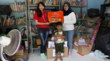 J & T Express provides donation of books and stationery to a reading garden organization, as well as several study communities in Jakarta with a total donation of 8000 books on National Book Day (17/5/2018)
