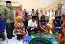 Mensos Idrus Marham dan Dirjen Rehabilitasi Sosial Edi Suharto dan Direktur Rehabilitasi Sosial Penyandang Disabilitas Rachmat Koesnadi