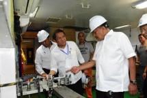 Menteri Kominfo Rudiantara menyaksikan penggelaran kabel laut Perairan Tateli, Pineleng, Minahasa, Sulut, Jumat (25/05/2018)