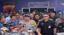 Kapolda Jawa Barat Irjen Pol Agung Budi Maryoto bersama dengan Direktur Enterprise Business Service Telkom Dian Rachmawan