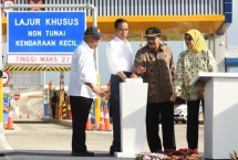 President Joko Widodo after inaugurating the use of the Gempol-Pasuruan toll road, at Pasuruan Toll Gate, East Java, Friday (22/6) (Photo: Setkab.go.id)