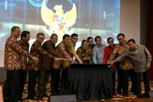 The Eight Ministers of the Jokowi Working Cabinet officially launched the OSS Licensing Service