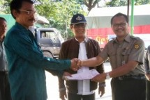 Kementan Serahkan Bantuan Pakan untuk Ternak korban bencana di Lombok (Foto Dok Industry.co,id)