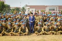 Presiden Jokowi dan pasukan perdamaian dunia (Foto Setkab)