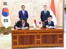 Indonesian Minister of Industry Airlangga Hartarto with NRC Chairman Kyoung Ryung Seong signed MoU on the application of Industry 4.0 witnessed directly by Indonesian President Joko Widodo and South Korean President Moon Jae-in