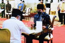 President Jokowi hands over zakat or alms to the BAZNAS at the State Palace in Jakarta